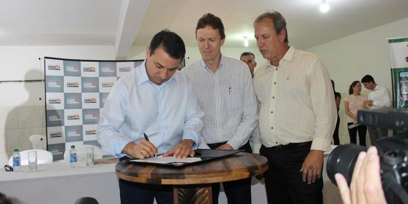 Governador Moisés anuncia R$ 6,7 milhões de investimentos para São Ludgero