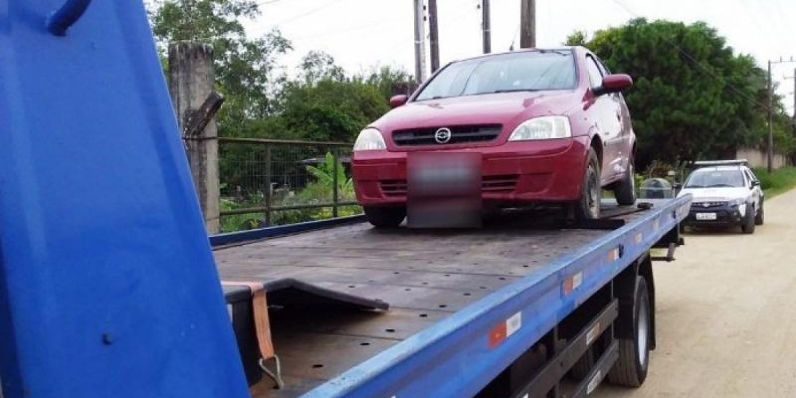 Pescadores têm carro roubado em assalto