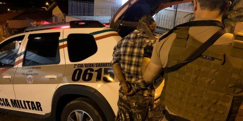 Polícia Militar de Gravatal prende homem com mandado de prisão com ajuda de rede de vizinhos