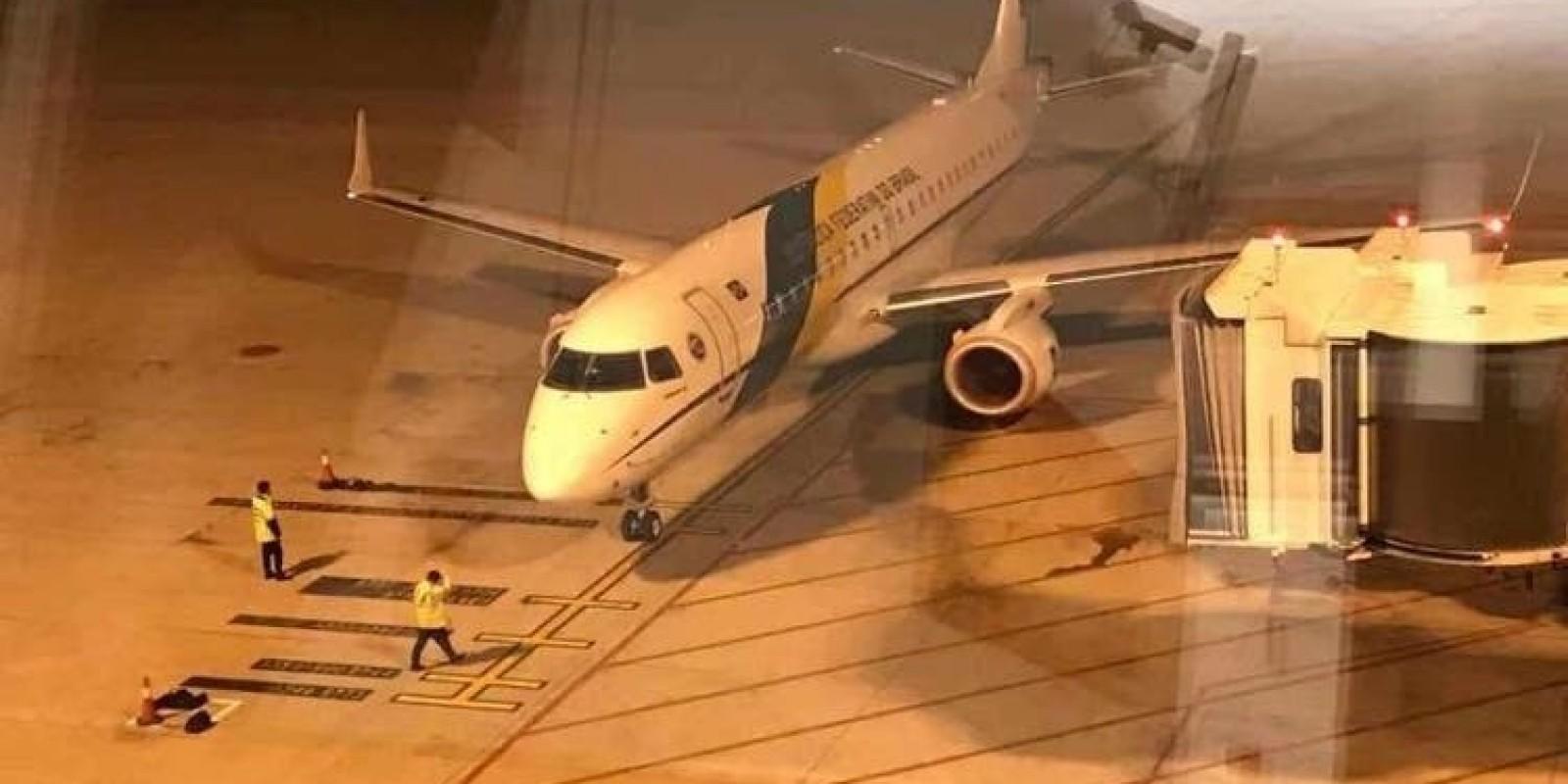 Com família de SC, aviões que trazem brasileiros da China devem chegar a Goiás às 3h deste domingo