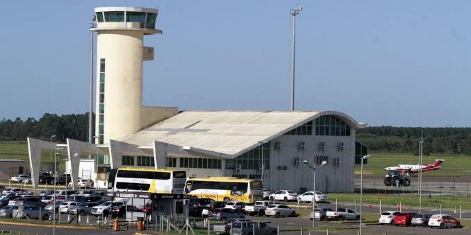 Passageiro é detido ao tentar entrar com arma em voo no Aeroporto de Jaguaruna