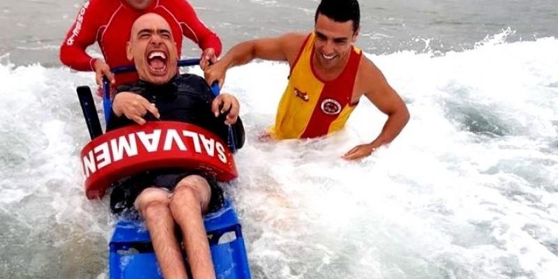 Praia Acessível: Cadeiras adaptadas são disponibilizadas pelos bombeiros na região