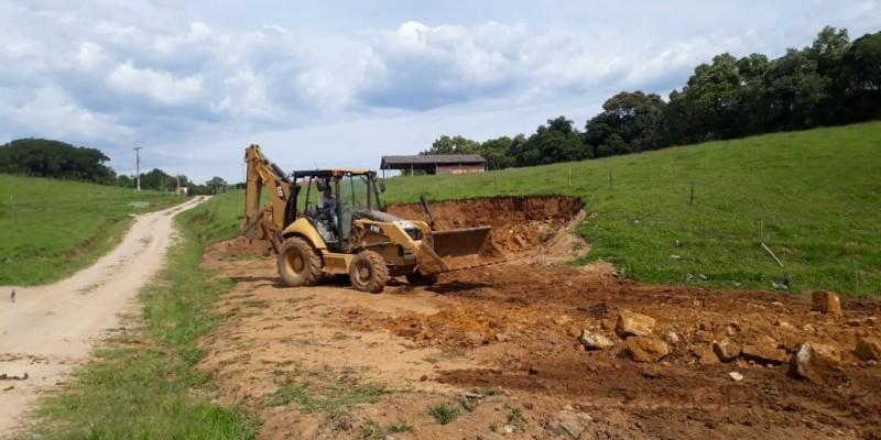 Prefeitura emite nota de esclarecimento sobre uso de máquina em área de Preservação Permanente