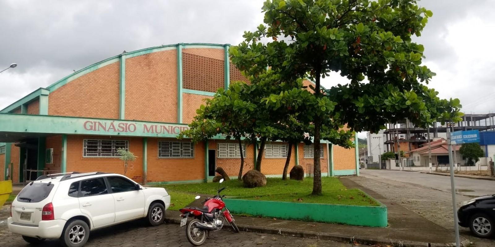 Reforma do Ginásio Municipal Lino Philippi é uma das pautas do Prefeito Iba a serem tratadas em Brasília
