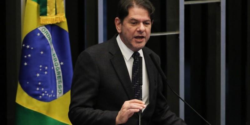 Senador Cid Gomes é hospitalizado após ser baleado no Ceará
