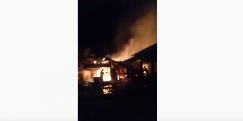 Vídeos: incêndio destrói estabelecimento comercial no Centro de Grão Pará