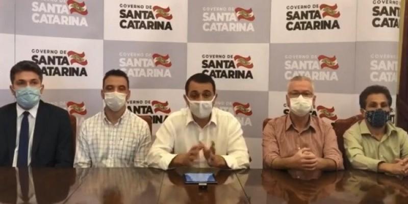 Deputados pedem a saída de secretário da Saúde