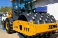 BN recebe rolo compactador e carreta basculante de madeira
