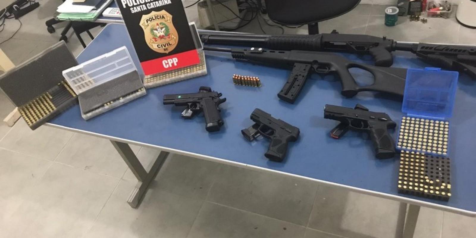 Polícia Civil apreende armas de fogo e 400 munições em Tubarão