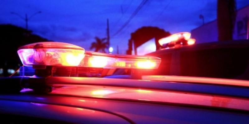 Família é feita refém por seis bandidos armados durante roubo na região