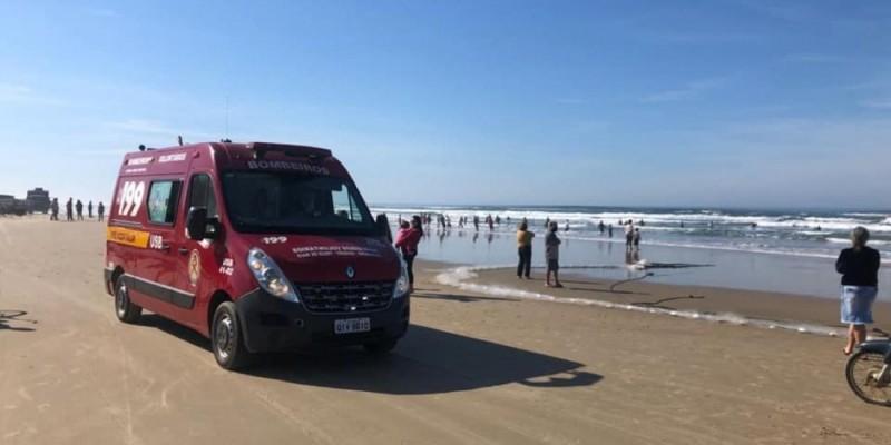 Duas pessoas são salvas após afogamentos em praias de Jaguaruna