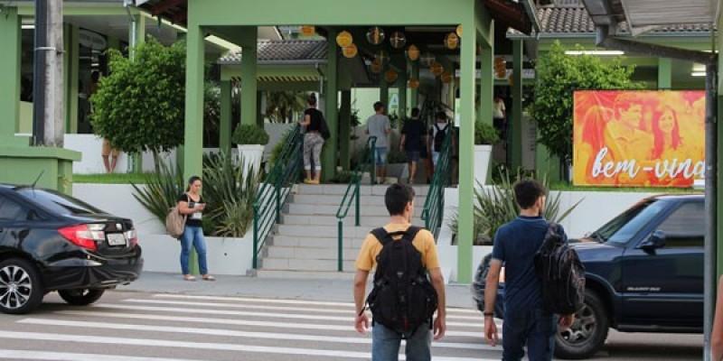 Unibave anuncia retomada de aulas presenciais
