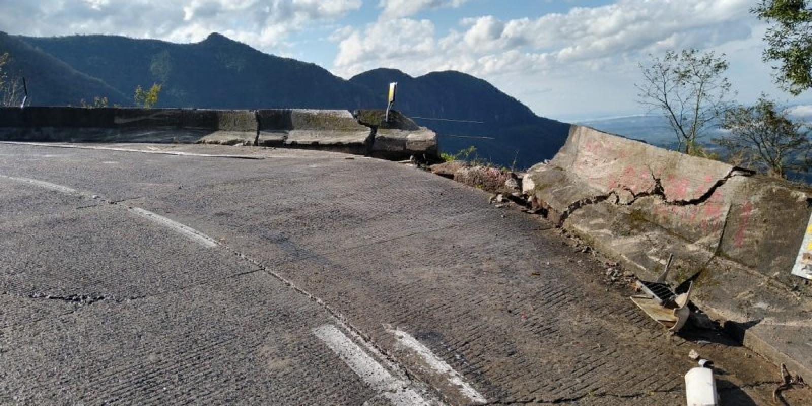 Caminhoneiro morre ao cair em ribanceira na Serra do Rio do Rastro