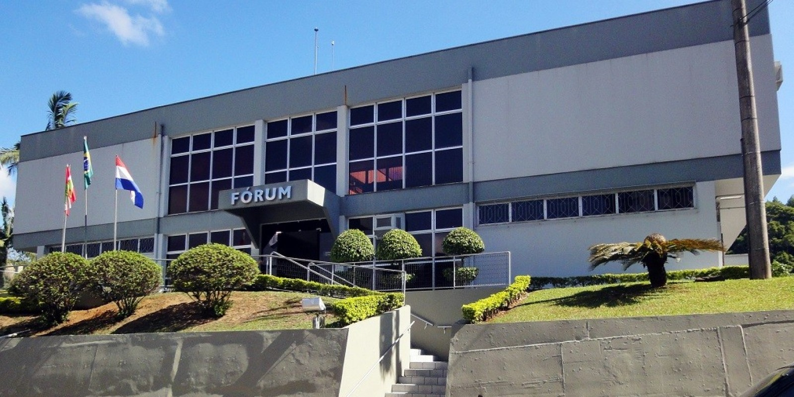 Justiça de Orleans suspende decreto que limitou funcionamento de supermercados no município