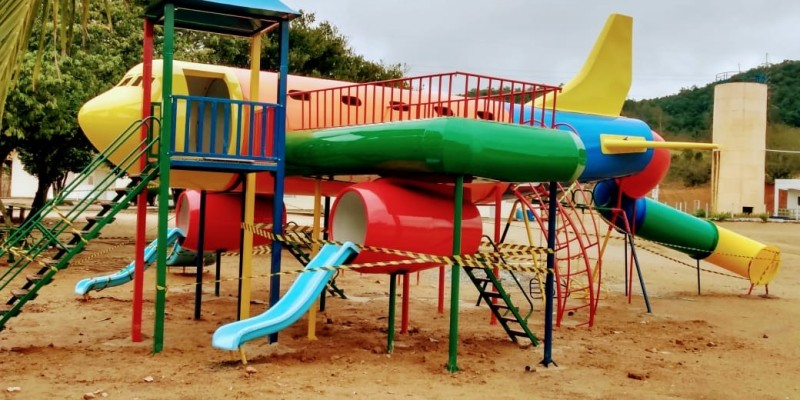 Parque infantil é instalado em Pedras Grandes