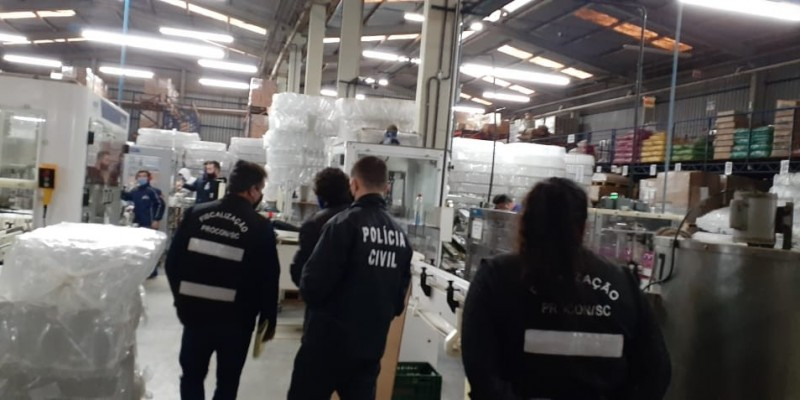 Procon faz esclarecimentos acerca da operação deflagrada pelo Procon-SC, denominada álcool falso