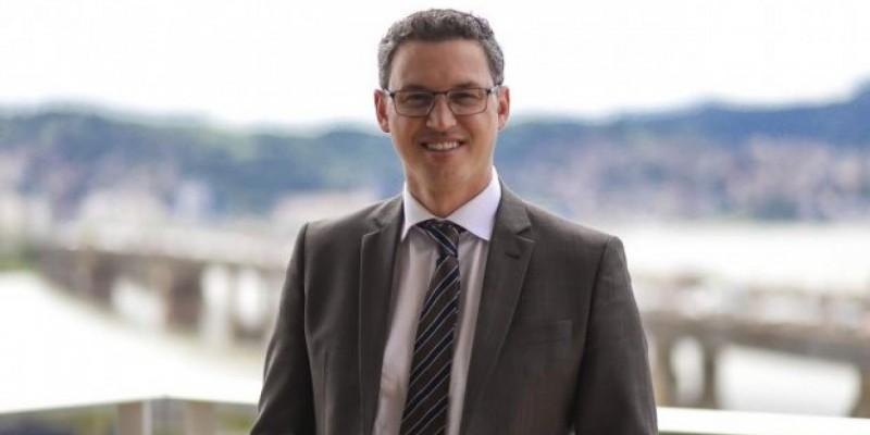 Secretário Lucas Esmeraldino testa positivo para o novo coronavírus