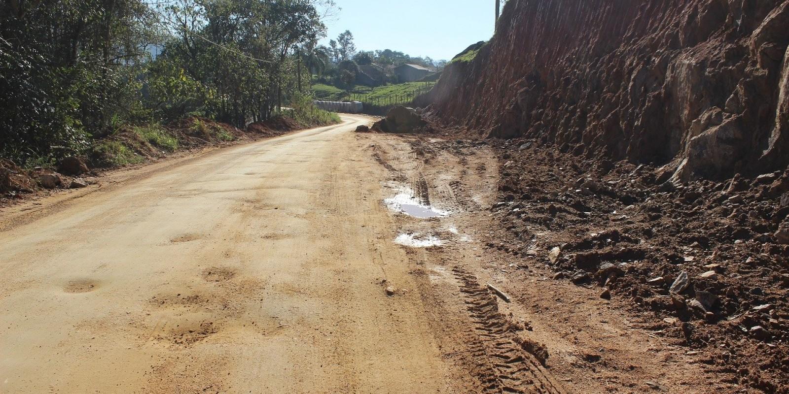 Trabalhos seguem na Estrada Geral Barra do Norte