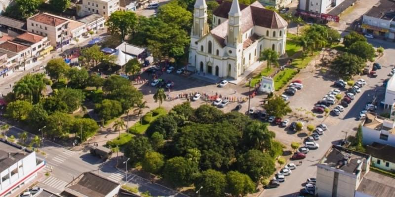 Três municípios da Amurel conseguem direito de permanecer com comércio aberto