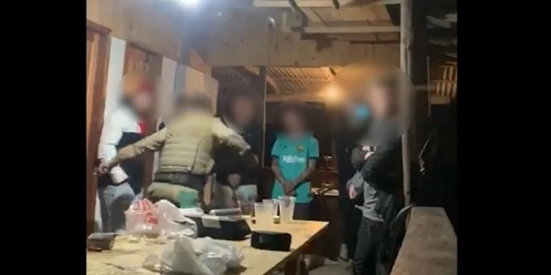 Vídeo: abordagem policial causa polêmica em SC