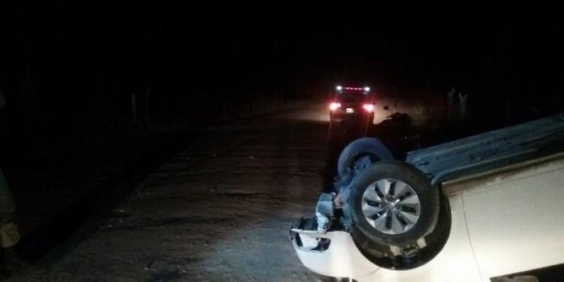 Condutor perde o controle e capota veículo em Lauro Müller