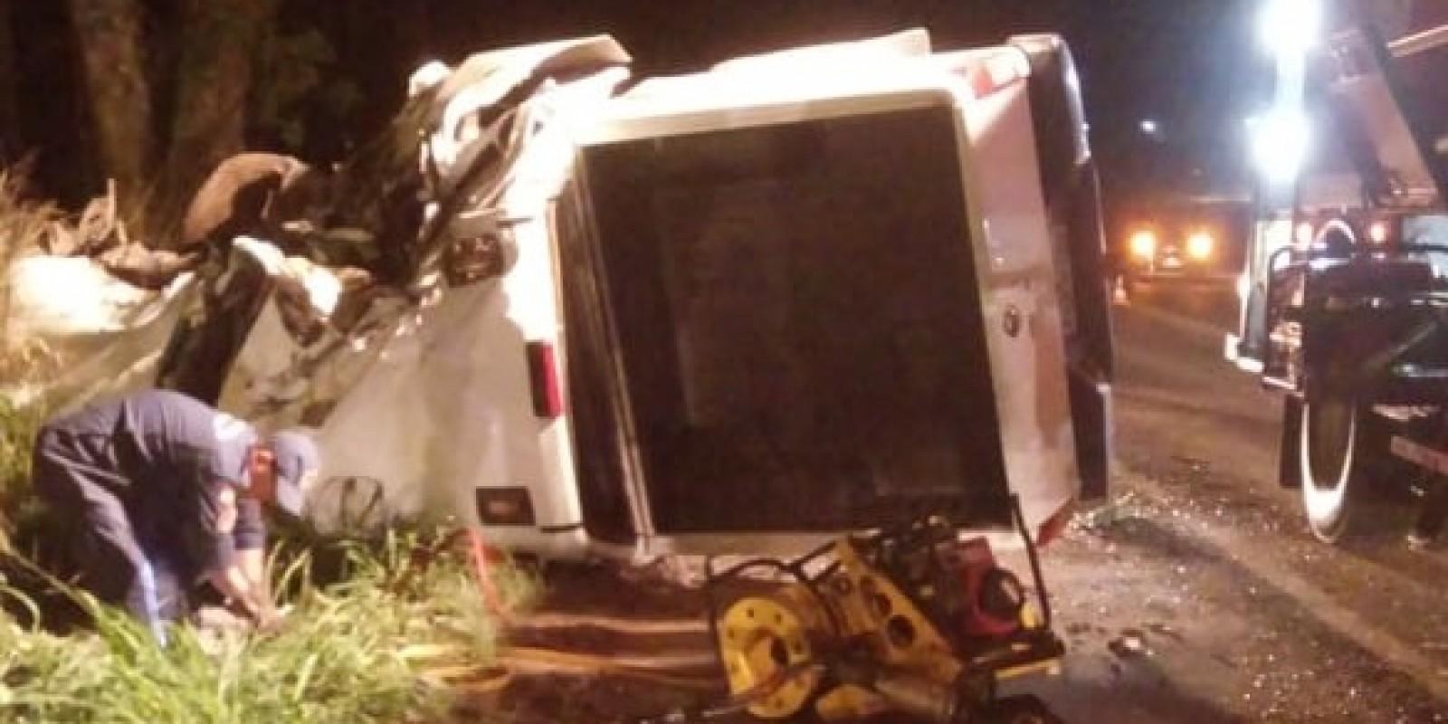 Condutor fica preso às ferragens em acidente em Orleans