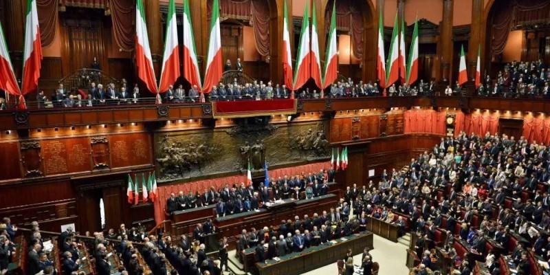 Itália aprova em referendo redução do número de parlamentares