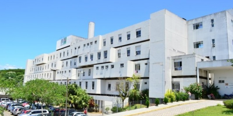 Primeira neurocirurgia com paciente acordado é realizada no Hospital Regional de São José