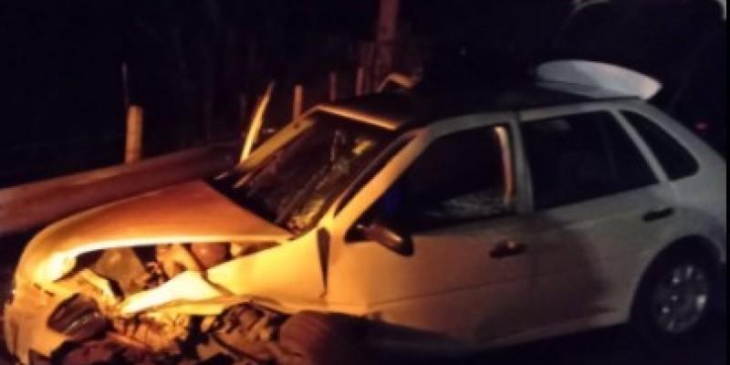 Braço do Norte: dois homens ficam feridos após colisão frontal entre carros