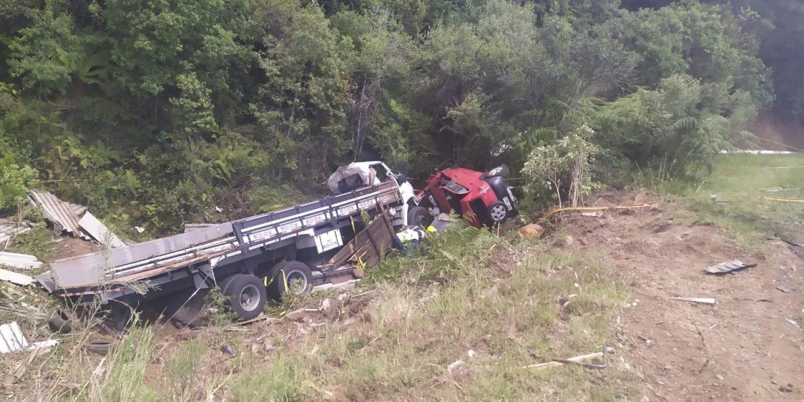Caminhão de São Ludgero se envolve em acidente com três mortes