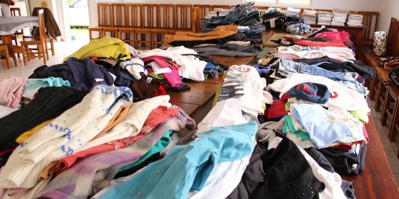 Banco de Doações já arrecadou e distribuiu cerca de 5 mil peças de roupas, em Lauro Müller