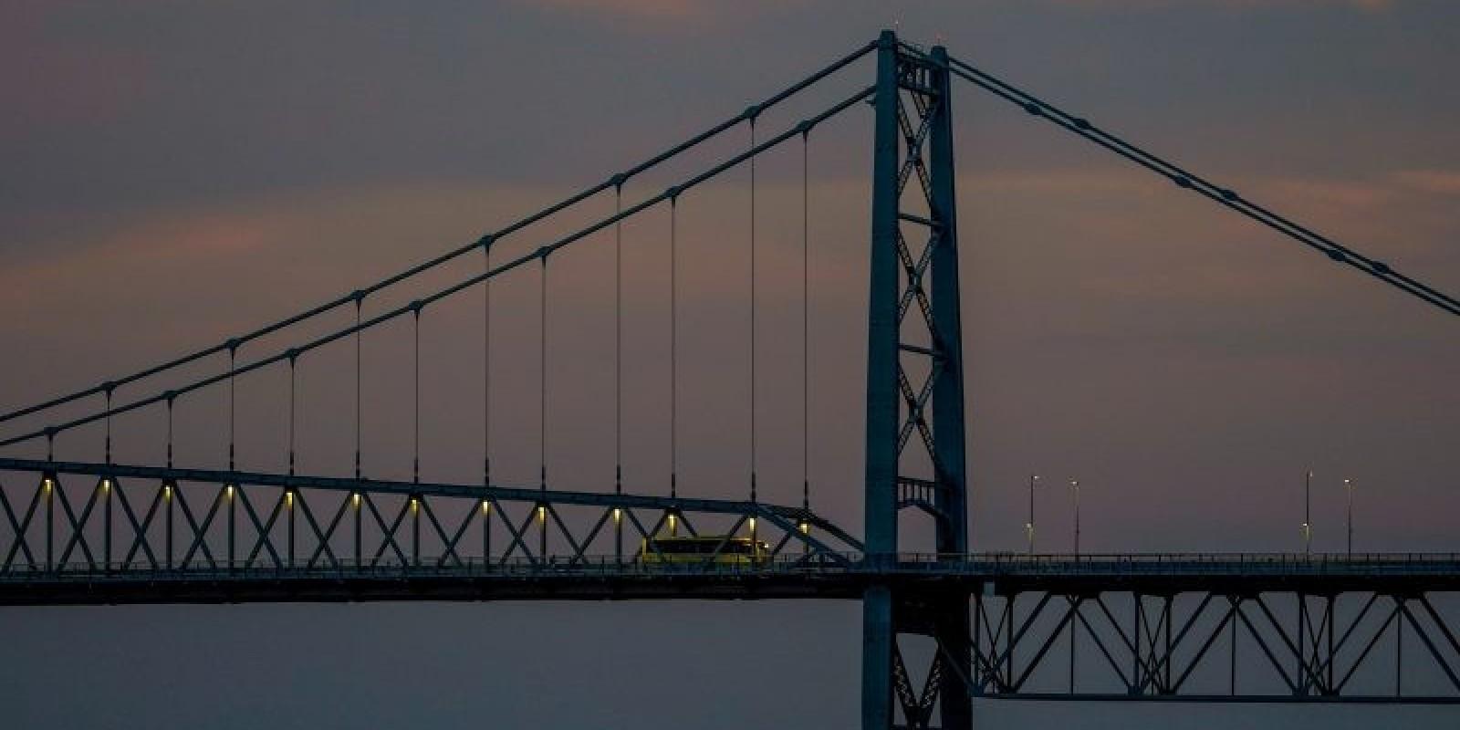 Governo rescinde contrato para iluminação cênica da Ponte Hercílio Luz
