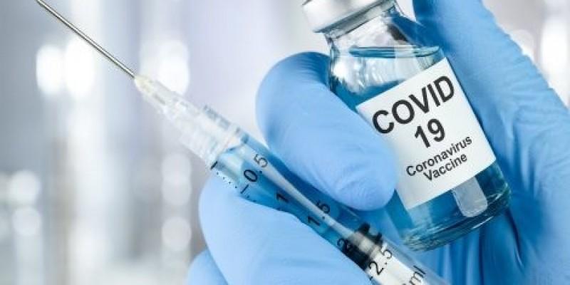 Vacina de Oxford tem eficácia de 70% contra a Covid-19, afirma universidade