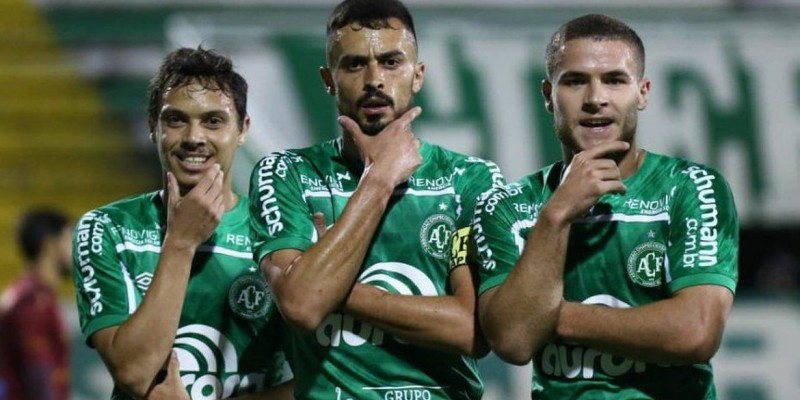 Chapecoense vence mais uma e mantém liderança na Série B