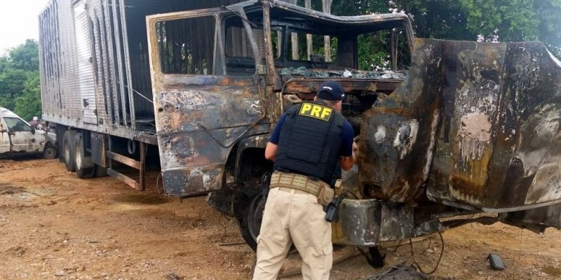 Perícia descobre que caminhão queimado no túnel do Morro do Formigão, é roubado e circulava clonado