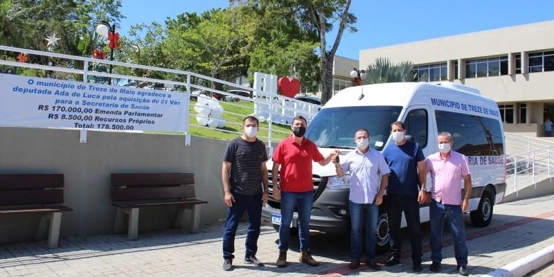 Treze de Maio adquire Van de passageiros para secretaria de Saúde