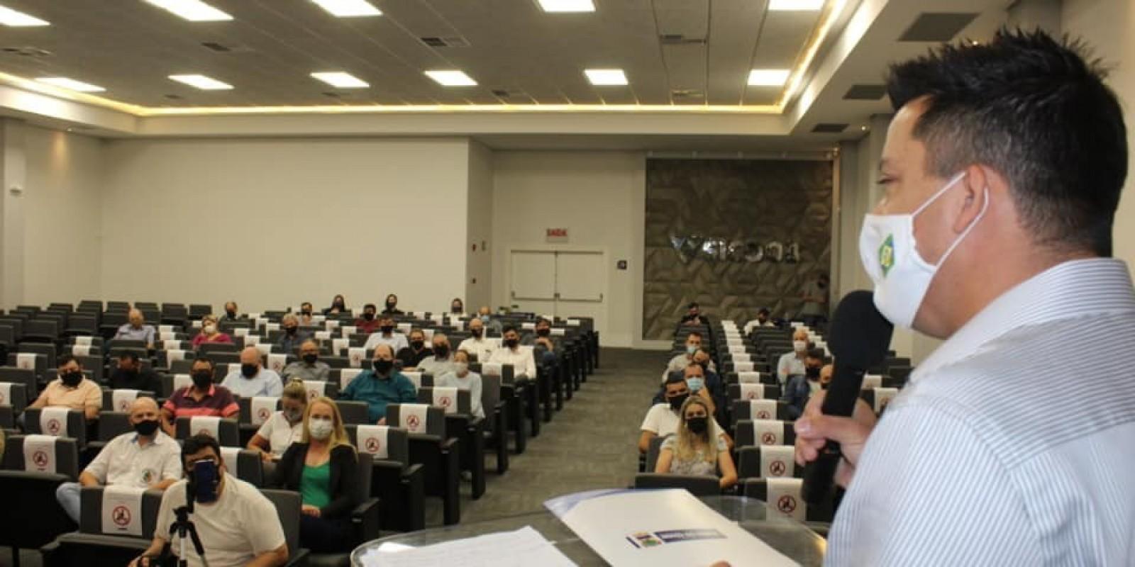 Beto assina convênio de R$ 2 milhões para construção dos leitos de UTI do HST