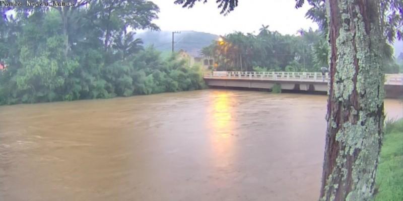 Chuva causa deslizamentos de terra, queda de estruturas e prejuízos em Santa Catarina