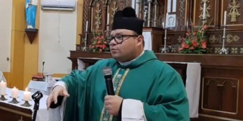 Padre de Pedras Grandes retira declaração polêmica sobre vacinas da covid-19 e pede perdão