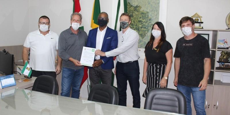 Presidente da Fesporte visita São Ludgero