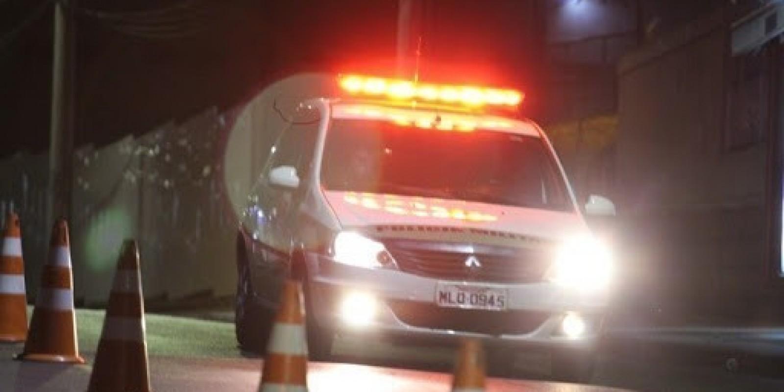 Motociclista fica gravemente ferida após colidir na lateral de veículo em Cocal do Sul
