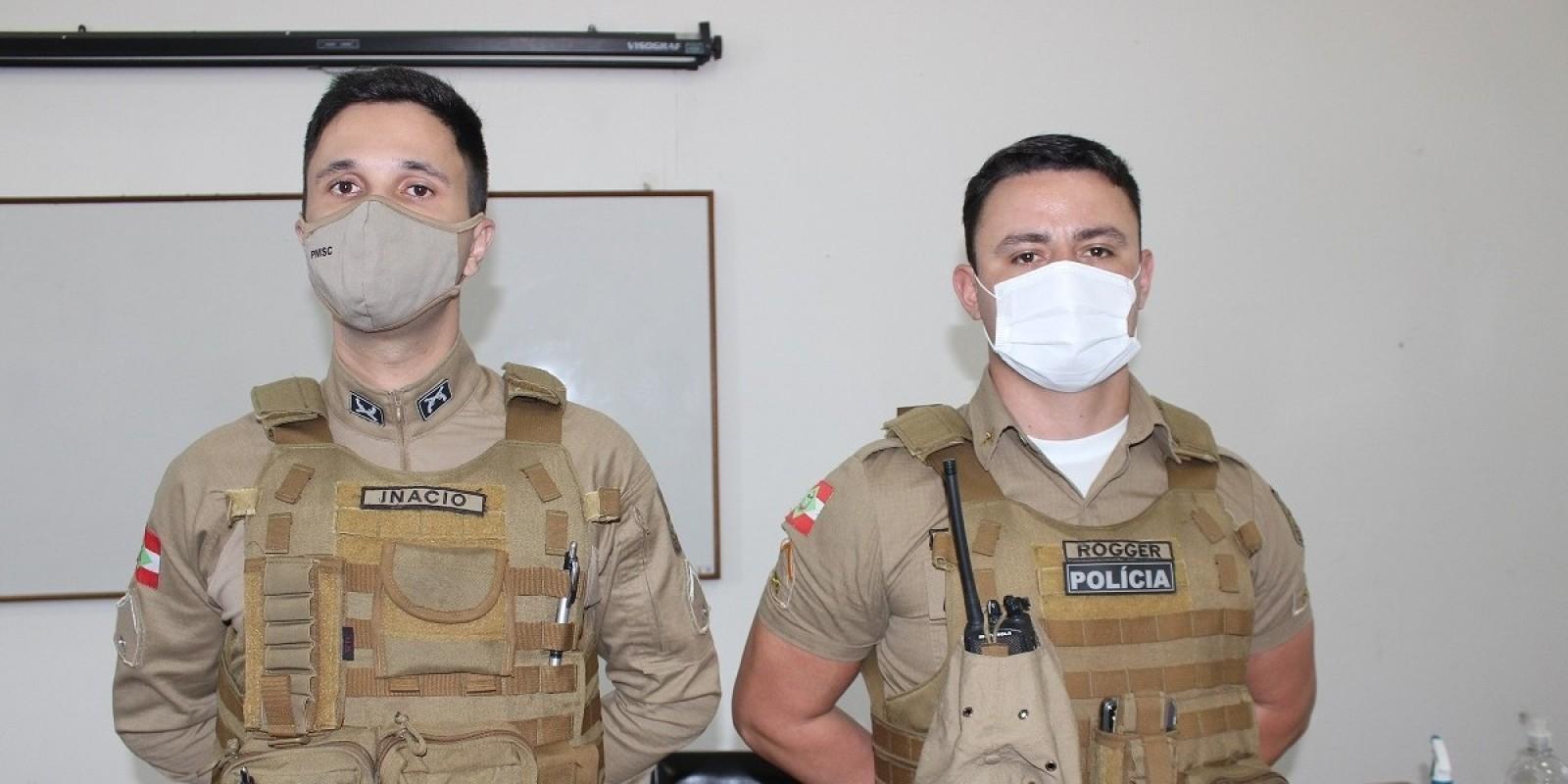 Soldados Rogger e Inácio chegam para reforçar a segurança das famílias de São Ludgero