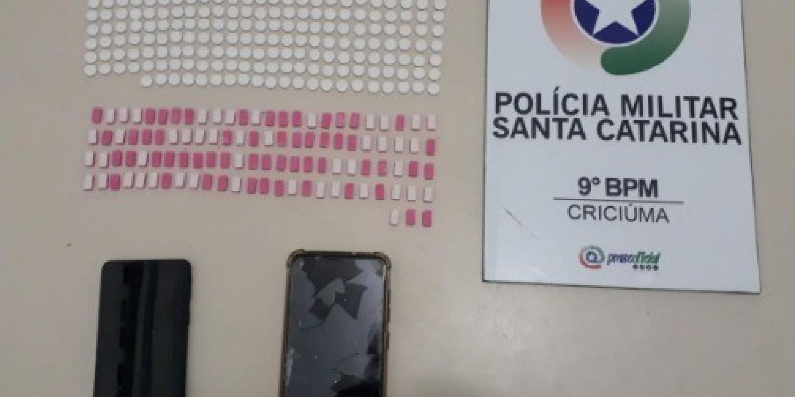 Após denúncia, Polícia Militar apreende quase 400 comprimidos de ecstasy em Criciúma