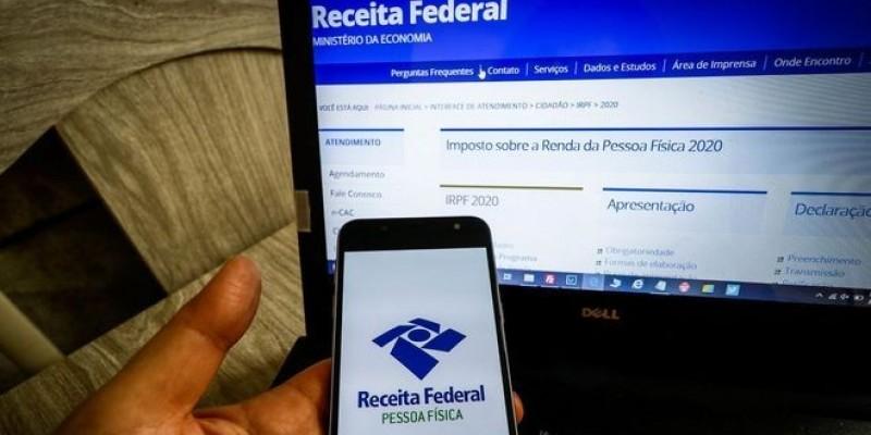 Bolsonaro veta projeto que adiava entrega do IR 2021 para 31 de julho