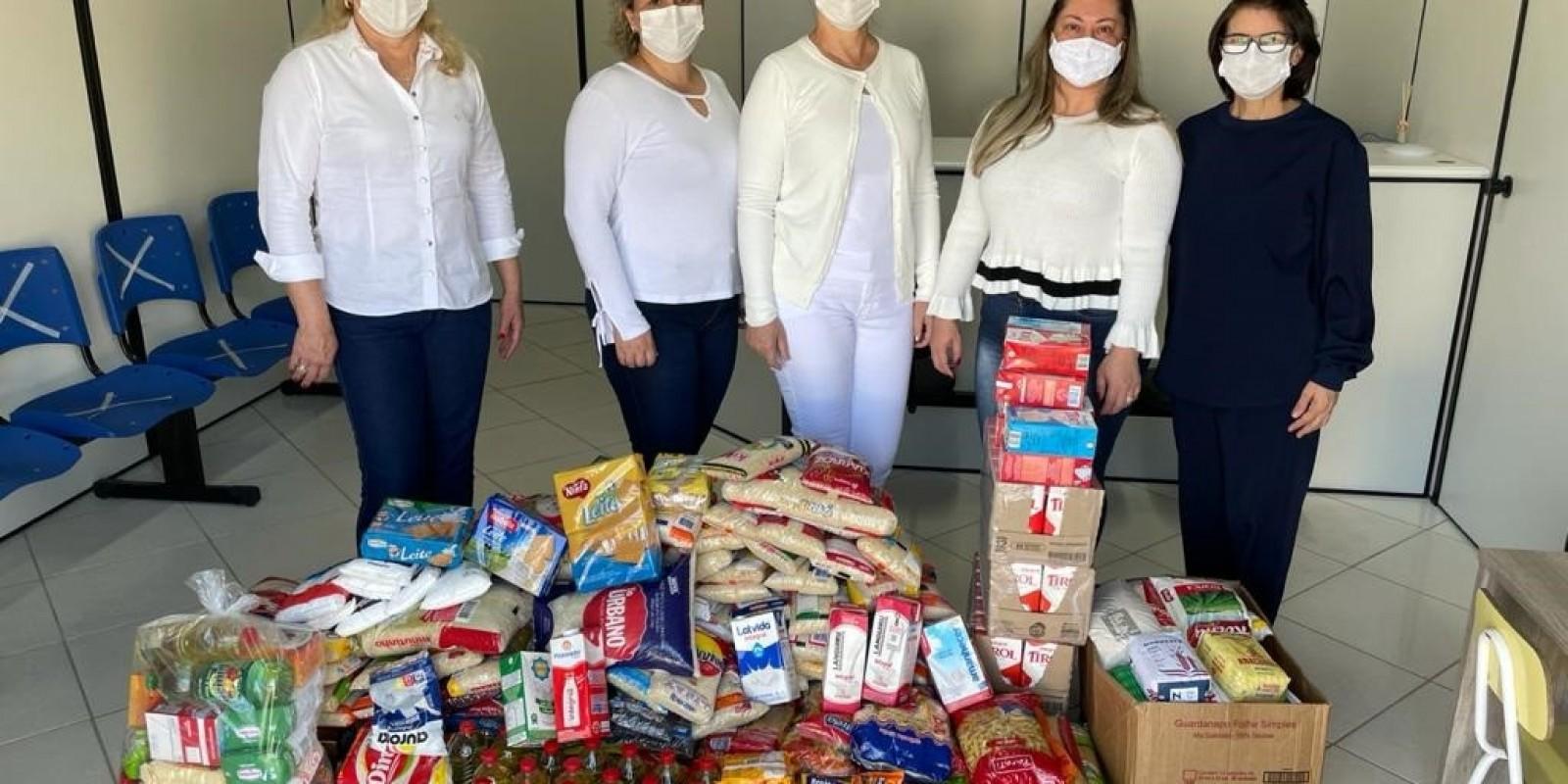 """Campanha """"Vacina contra Fome"""" já arrecadou 350 quilos de alimentos e segue até o fim da vacinação contra Covid-19"""