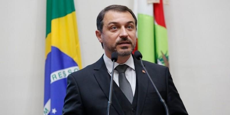 Carlos Moisés é absolvido no tribunal e volta ao cargo de governador de Santa Catarina