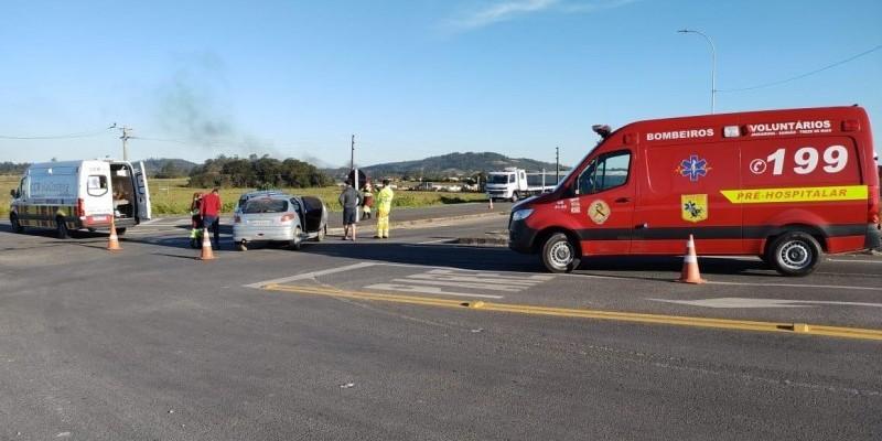 Colisão entre dois veículos deixa uma pessoa ferida na BR-101