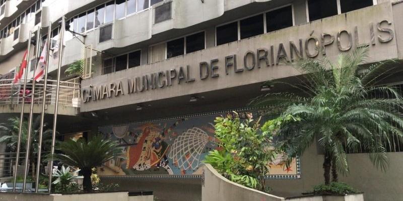 Florianópolis se torna a primeira cidade de SC com auxílio emergencial próprio