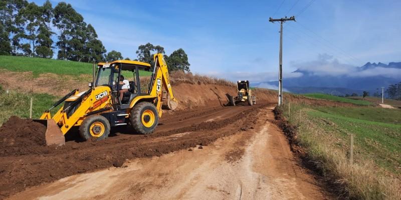 Secretaria de Obras recupera toda a Estrada Geral da Serra Furada, em Grão - Pará