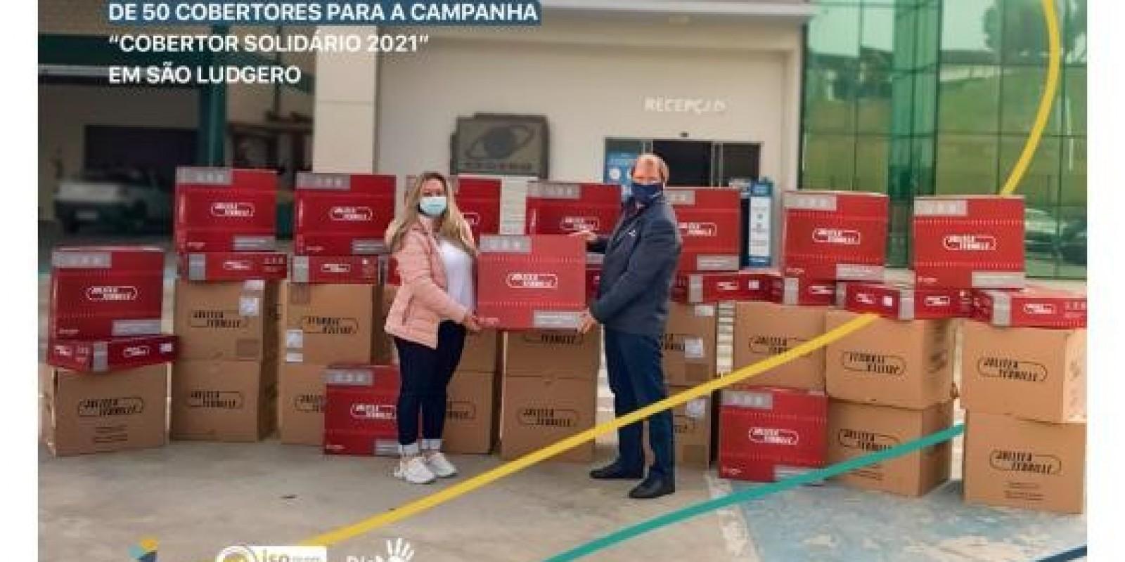 Cegero faz doação de 50 cobertores para campanha Cobertor Solidário 2021 em São Ludgero
